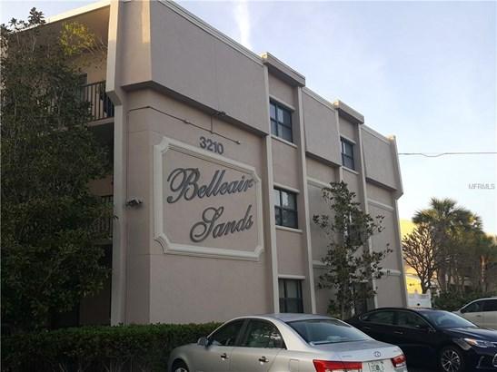 Condominium - BELLEAIR BEACH, FL