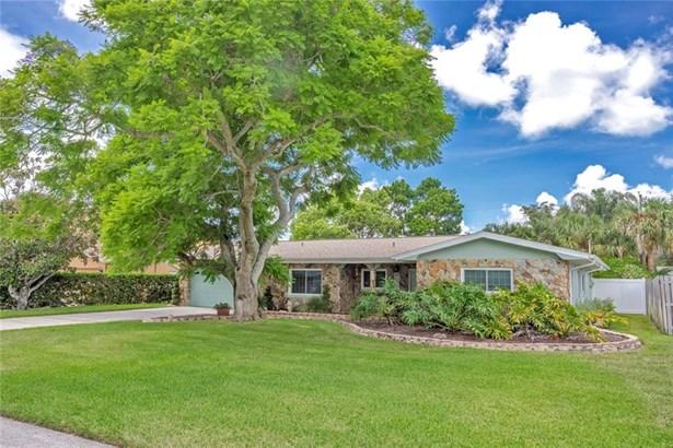 Single Family Residence - BELLEAIR BLUFFS, FL