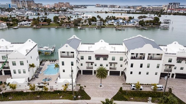 Townhouse - CLEARWATER, FL