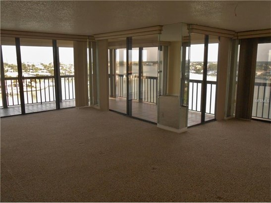 Condo, Traditional - ST PETE BEACH, FL (photo 3)
