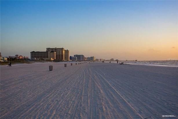 Condo, Contemporary,Florida - CLEARWATER BEACH, FL (photo 4)