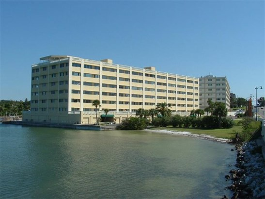 Condo - BELLEAIR BLUFFS, FL (photo 1)