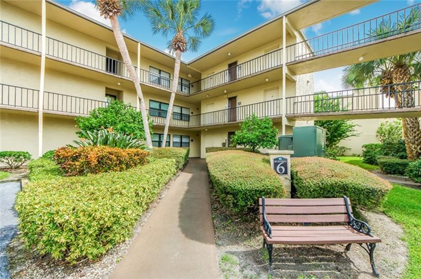 Condominium, Florida - LARGO, FL
