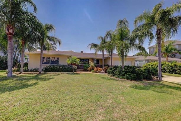 Single Family Residence - BELLEAIR, FL