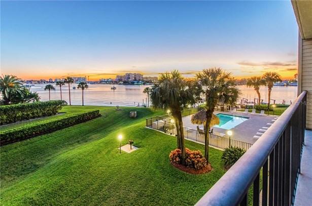 Condominium, Florida - CLEARWATER BEACH, FL