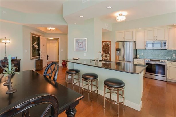 Condominium, Contemporary - CLEARWATER BEACH, FL (photo 5)