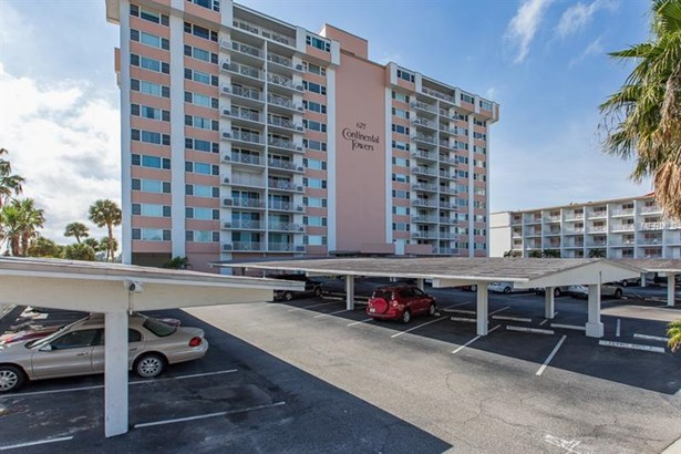 Condominium - CLEARWATER BEACH, FL