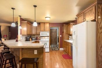 Kitchen appliances stay. (photo 3)