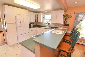Nicely updated kitchen with nice and bright white cabinets. (photo 4)