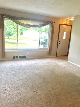Beautiful living room with big bay window! (photo 2)