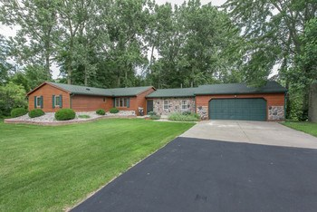 Williams Twp-Bay City Western Schools. 3 bedrooms and 2 bathrooms.Enjoy the quiet of a cul-te-sac.  Home has 6