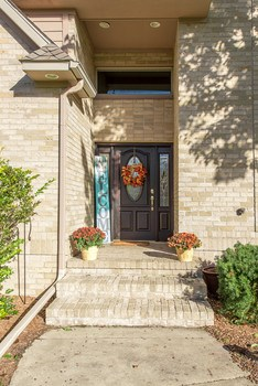 Meet and greet your visitors on the appealing front porch (photo 2)