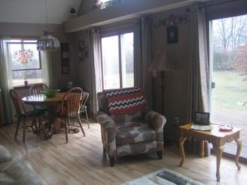 Open floor plan....laminate floors. (photo 3)