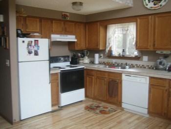 Large functional kitchen... (photo 4)