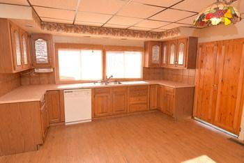 Huge open kitchen with plenty of room (photo 2)