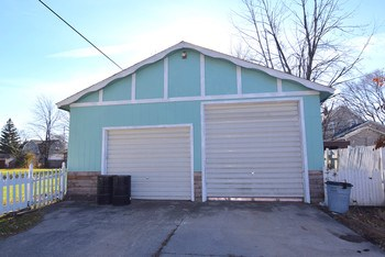 28x38 pole barn with commercial door (photo 5)