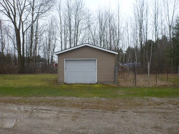 Storage building which could be razed leaving plenty of room to add storage units. (photo 5)