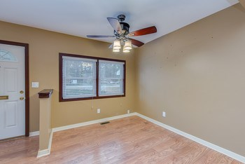 Dining room with ceiling fan (photo 2)