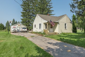 Looking for a nice 3 bedroom country ranch home on a basement? Here it is, Hemlock schools with no close neighbors it's your chance to own an affordable home in the country. Featuring hardwood floors and some nice updates, this home is a nice simple place to call home. (photo 1)