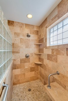Fantastic shower attached to the master suite (photo 2)