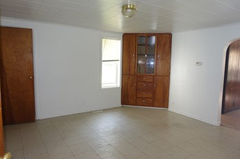 single house (photo 4)