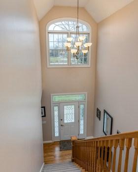 Open Foyer. (photo 2)