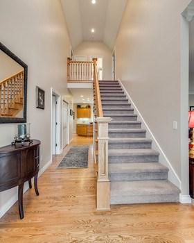 Elegant staircase (photo 3)