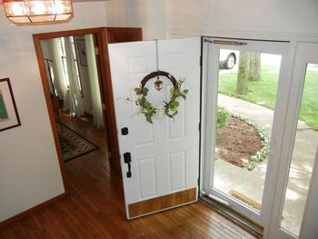 Welcoming foyer! (photo 3)