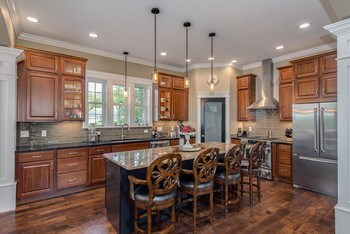 A gourmet eat-in-kitchen welcomes any professional or novice cook! (photo 2)