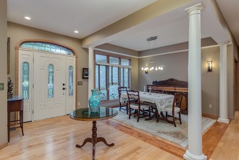 Entry way - beautiful hardwood floors (photo 3)