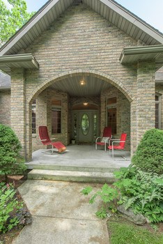Inviting Arched Entrance! (photo 2)