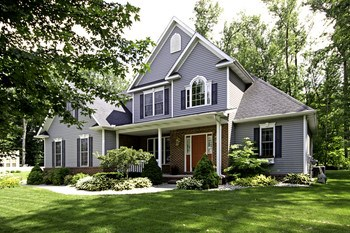A beautiful country setting with all the conveniences of city life nearby. (photo 2)