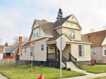 This beautiful home built in 1903 has all the charm of the era and the modern conveniences of today! It sits on a corner lot near downtown Bay City. (photo 1)