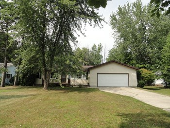Excellent retirement or first home.  Main floor laundry and master bedroom. 3 Bed 1 Full bath in Woodcrest Schools.  Replacement windows and mechanically updated home. (photo 1)
