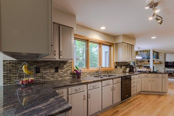 Beautifully remodeled, the stunning grey cabinets are the perfect accent to the granite counters tile back splash.. (photo 5)
