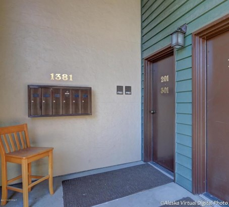 1381 Hillcrest Drive #201, Anchorage, AK - USA (photo 2)