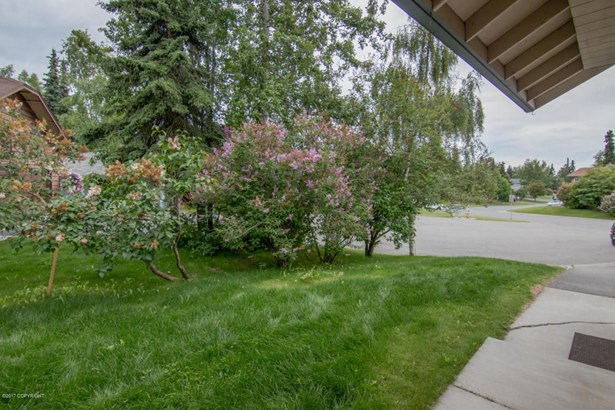 8931 Winchester Street, Anchorage, AK - USA (photo 2)