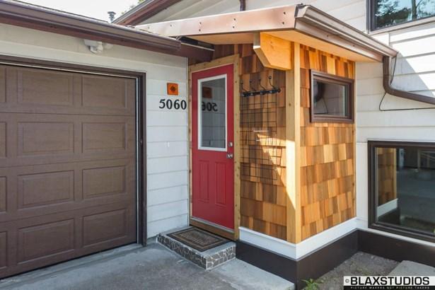 5060 Vance Drive, Anchorage, AK - USA (photo 3)