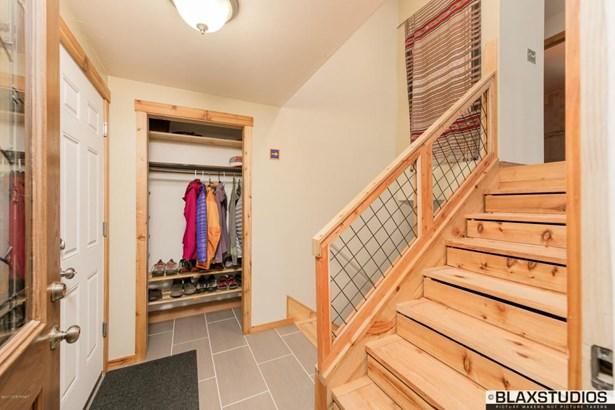 5060 Vance Drive, Anchorage, AK - USA (photo 4)