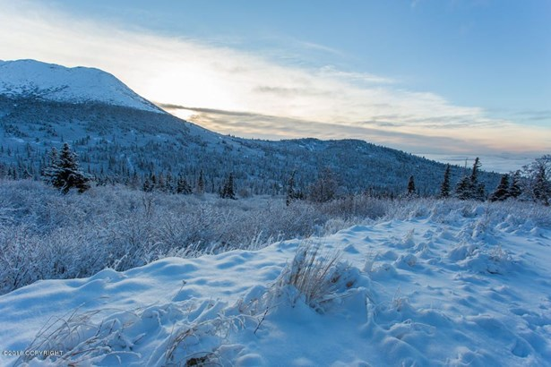 7980 Potter Heights Drive, Anchorage, AK - USA (photo 2)
