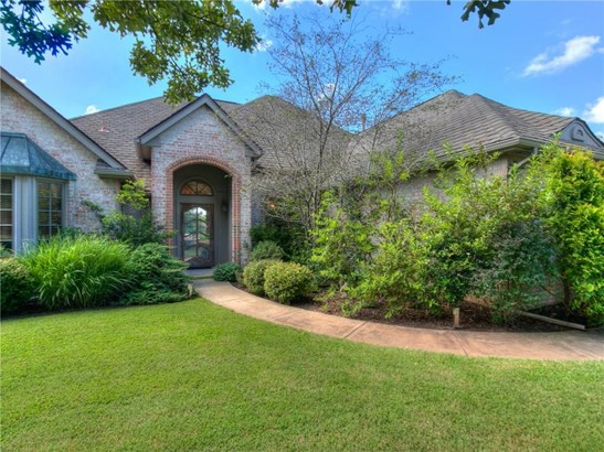 French,Traditional, Single Family - Edmond, OK (photo 2)
