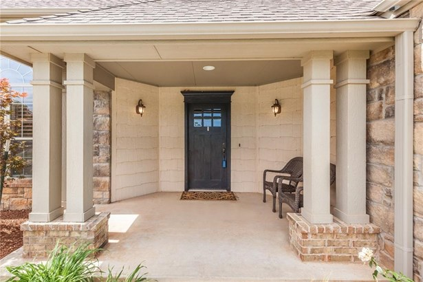 Traditional, Single Family - Edmond, OK (photo 5)