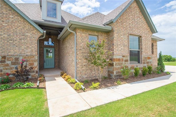 Traditional, Single Family - Newcastle, OK (photo 2)