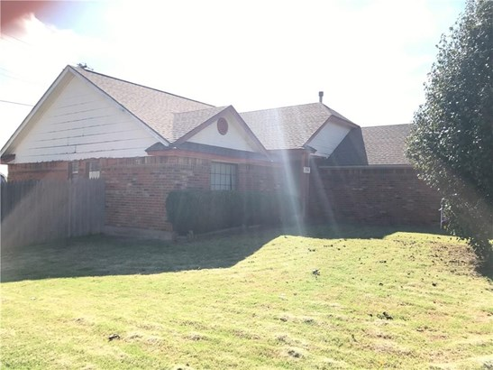 Ranch, Single Family - Moore, OK (photo 3)