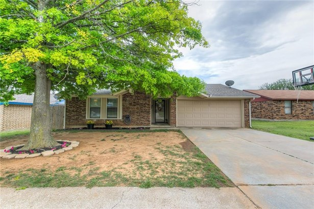 Traditional, Single Family - Moore, OK (photo 2)