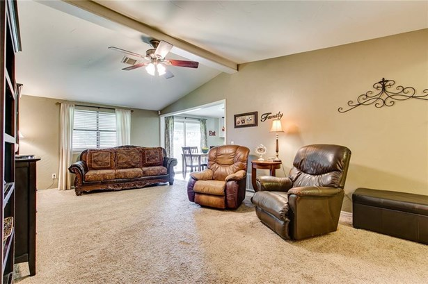 Traditional, Single Family - Moore, OK (photo 5)