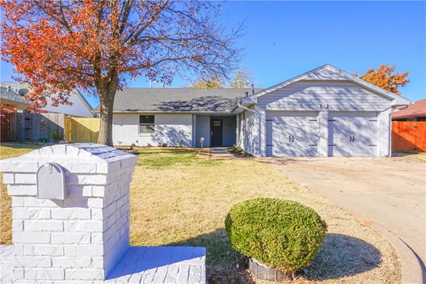 Ranch,Traditional, Single Family - The Village, OK (photo 2)