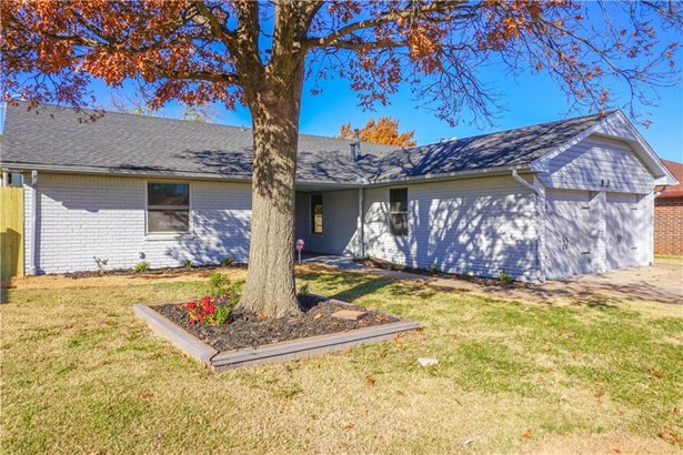 Ranch,Traditional, Single Family - The Village, OK (photo 3)