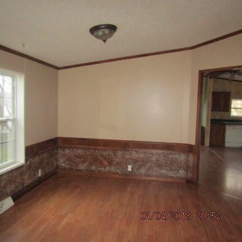 1444 Broadway Ave, Ellwood City, PA - USA (photo 3)