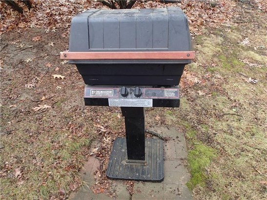 5020 Clifton Dr, Aliquippa, PA - USA (photo 3)